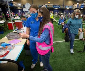 Macie Hanka volunteering as an immunizer at the COVID-19 community vaccine
